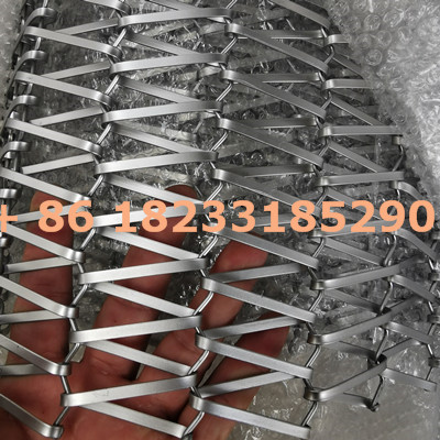 Flat wire mesh conveyor belt used for food processing
